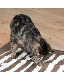 TRIXIE Cat Activity zábavná deka pre mačky 70 × 50 cm